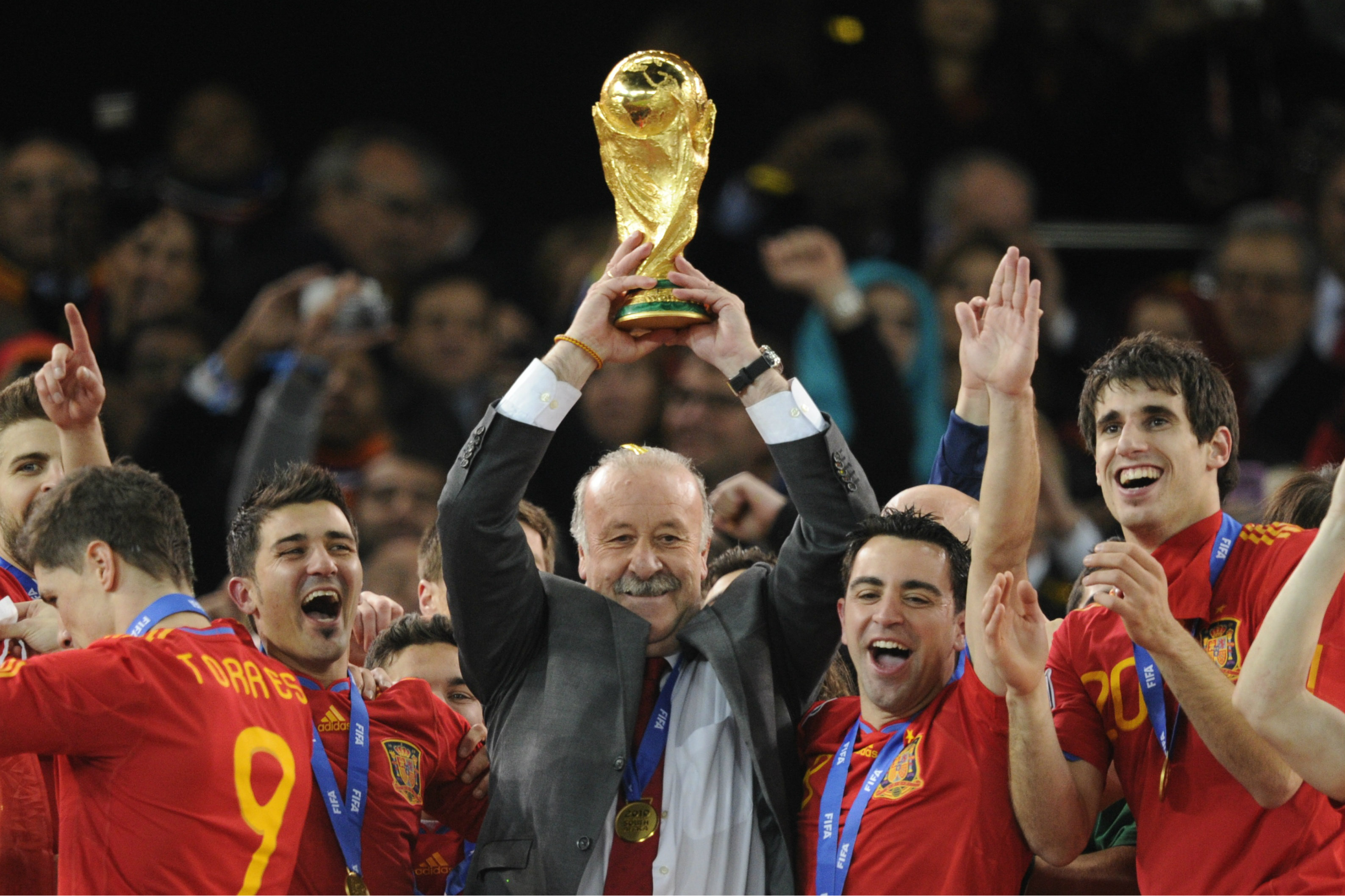 Del Bosque lifts the FIFA World Cup in 2010.