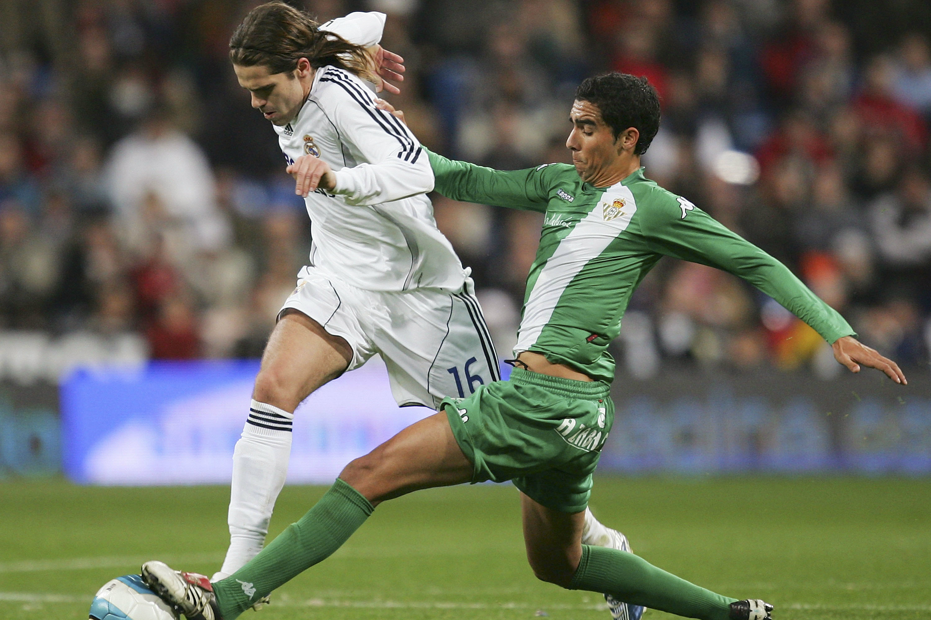 Juande in action against Real Madrid.