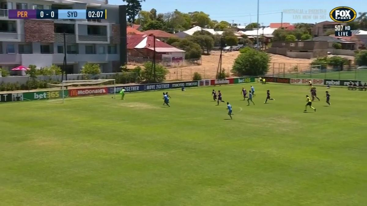 GOAL: Siemsen - Sydney storm out of the gate
