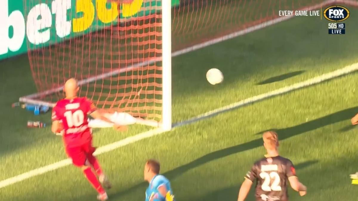 GOAL: Troisi - The number ten orchestrating again
