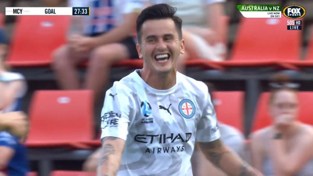 GOAL: Luna - Uruguayan grabs a brace at Hindmarsh