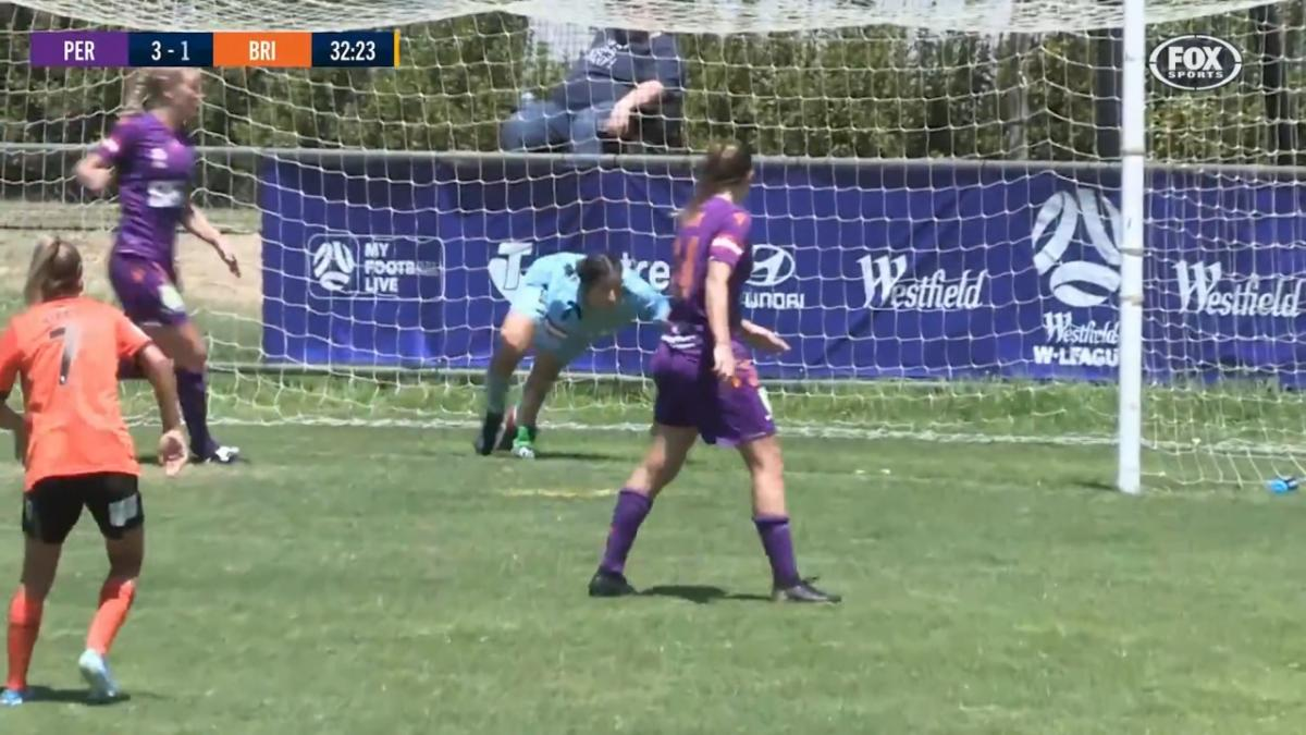 GOAL: Aquino - A blunder by the keeper gifts the Roar their first