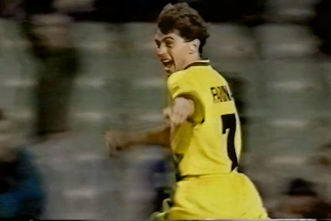 Frank Farina scores winning penalty against Canada in FIFA World Cup 1994 play-off
