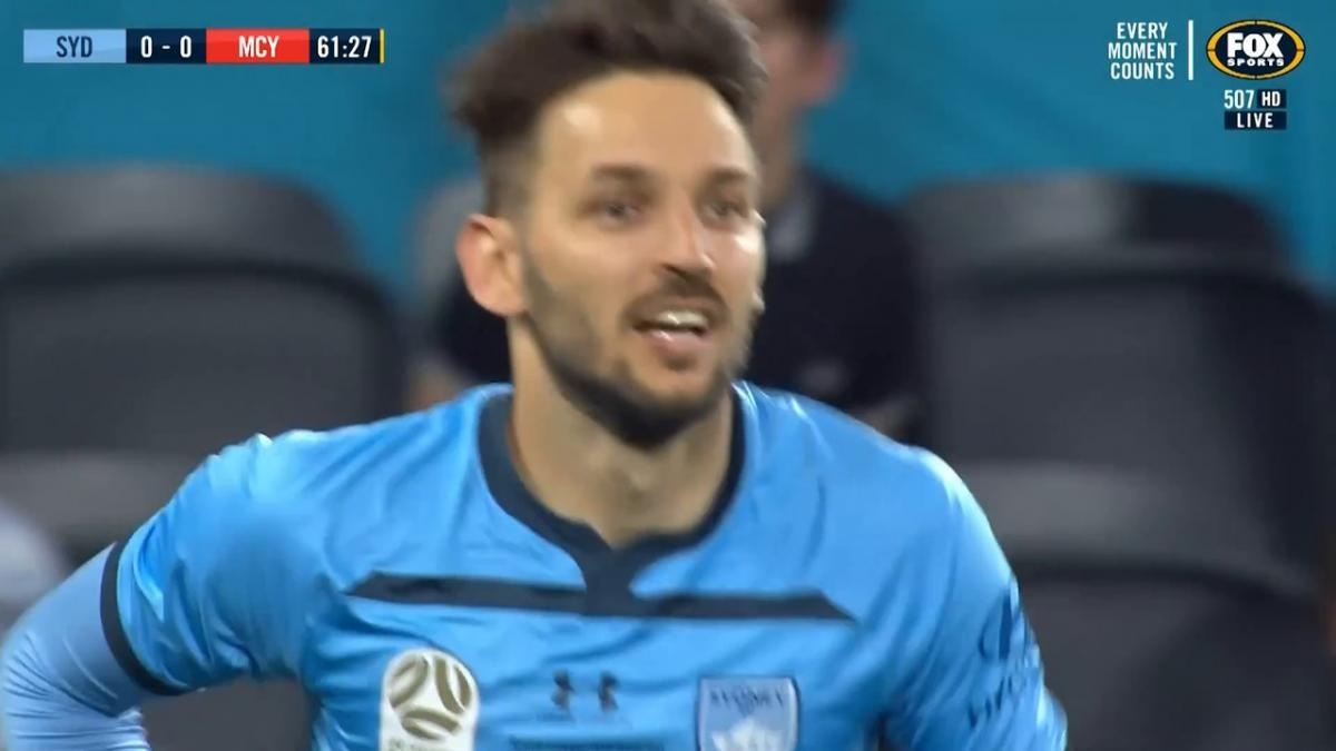 CHANCE: Ninkovic - One too many touches for the Serbian