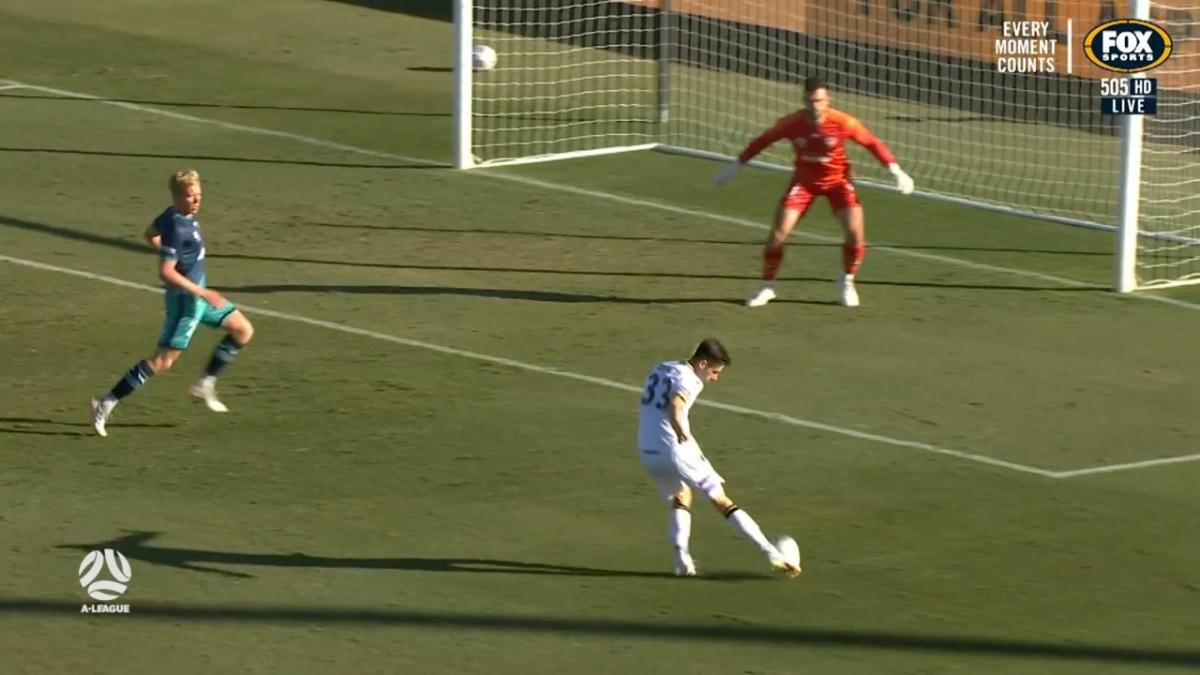 GOAL: Susaeta - Macarthur makes the most of the extra man