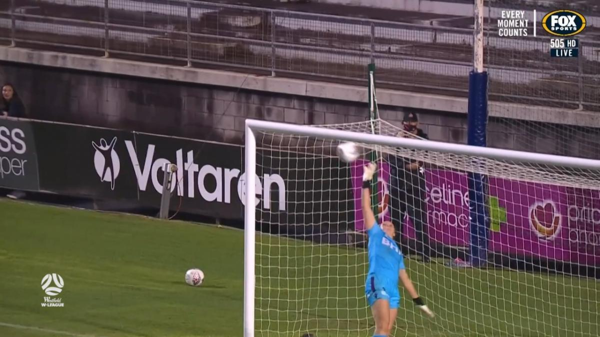 SAVE: Alfeld - Glory keeper uses every inch to deny Copus-Brown