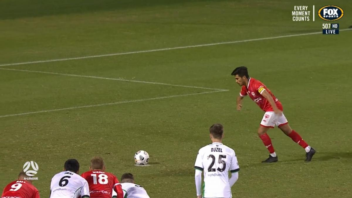 GOAL: Davila - Wellington answer back with a penalty of their own