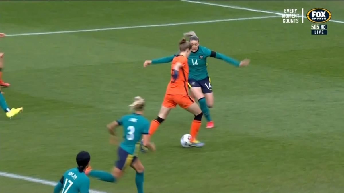 GOAL: Roord - The Dutch women kick-start the action