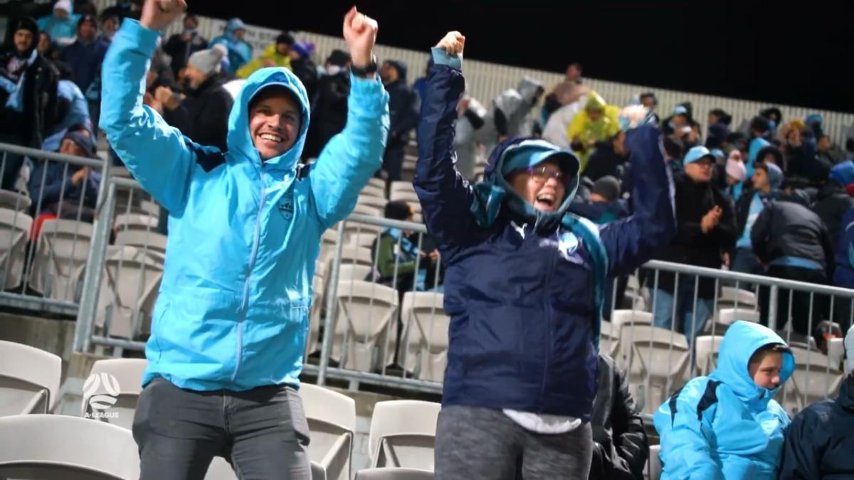 Fans in full voice as Sydney triumph over Adelaide | A-League