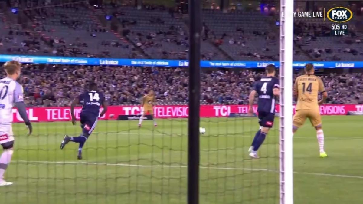 GOAL: Baccus - Wanderers take the lead with an absolute bomb