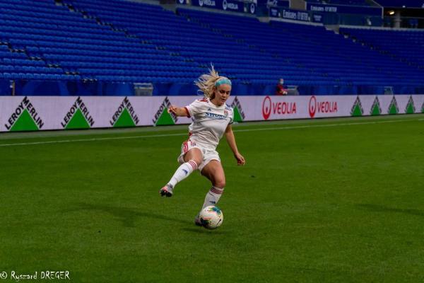 Carpenter on debut for Lyon