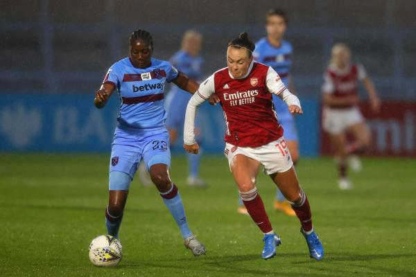 Caitlin Foord on the ball v West Ham