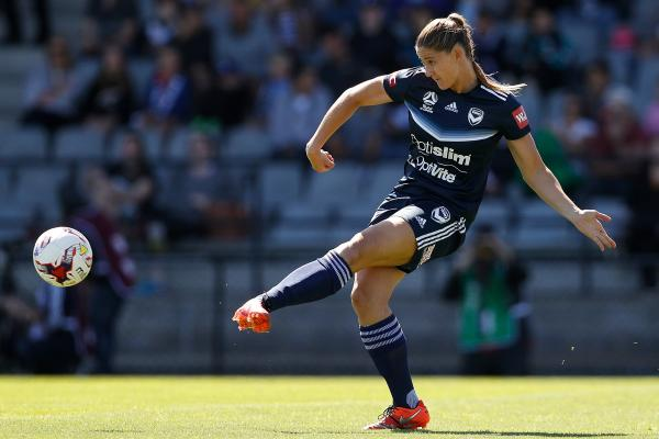 Laura Alleway gets a pass away in Victory's Melbourne Derby win.