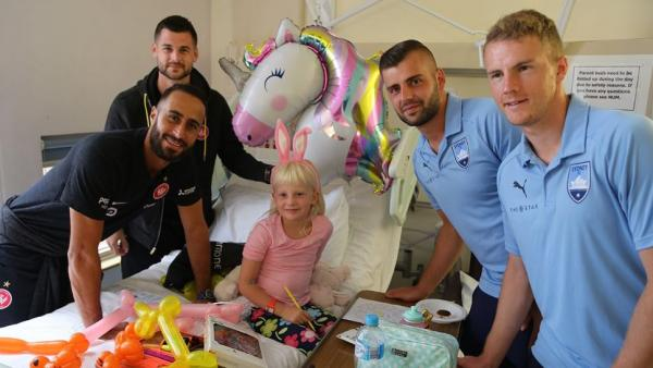 Wanderers and Sydney FC players at Children's hospital