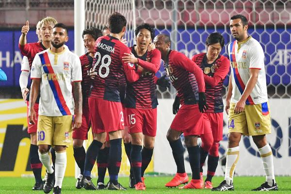 Kashima celebrate a goal.