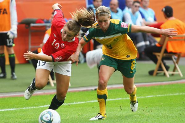 Elise Kellond-Knight in the match against Norway at the 2007 World Cup